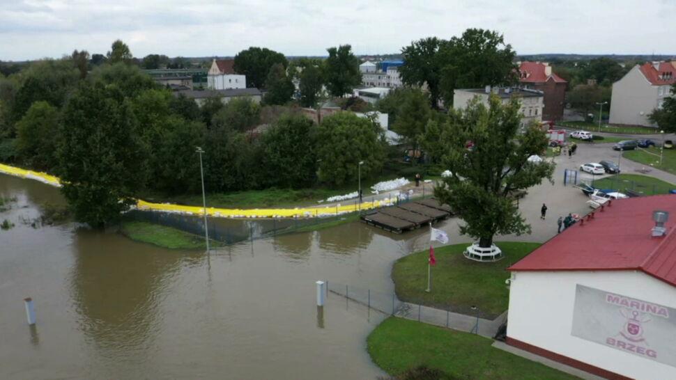 Zagrożenie powodziowe w Brzegu. Strażacy zabezpieczyli brzegi Odry