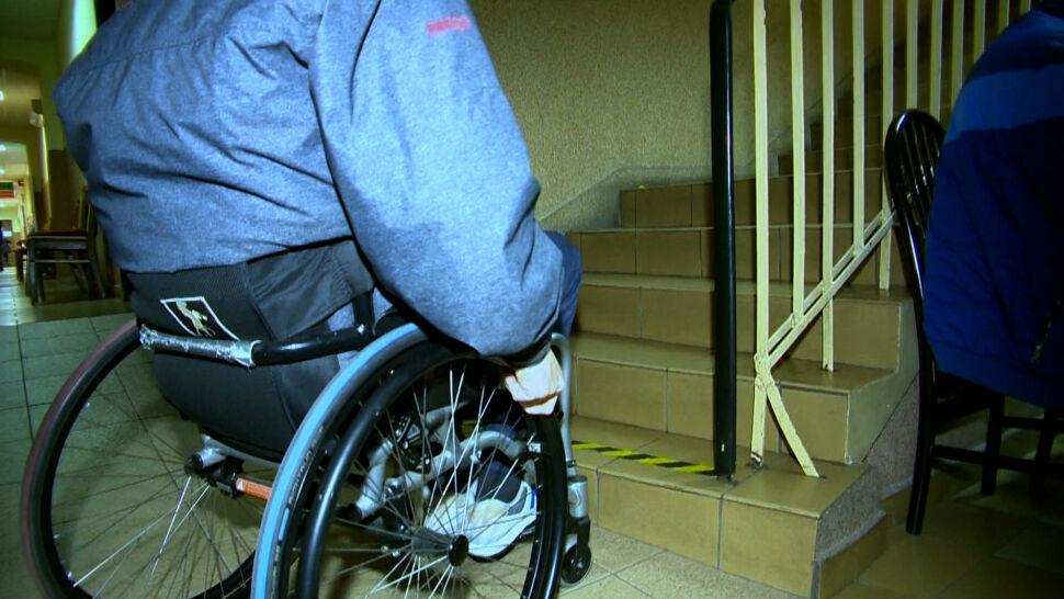Niepełnosprawny radny nie mógł złożyć ślubowania. Urzędnicy biją się w piersi