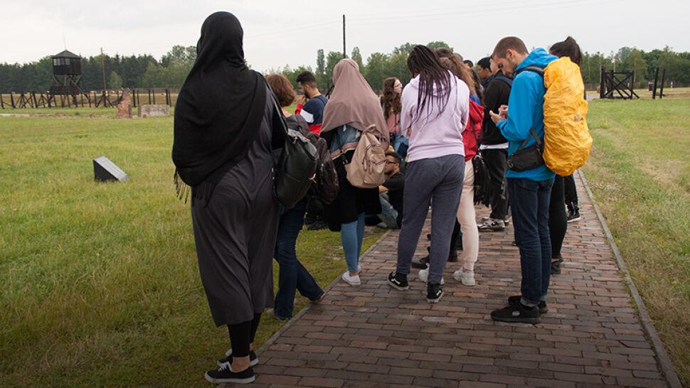 Przyjechali uczyć się o Holokauście. Spotkali się z rasizmem i ksenofobią