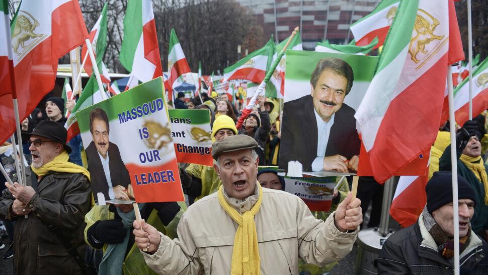 """Chcą zmiany reżimu, protestują na świecie. Irańska opozycja """"przestawiła się na politykę"""""""