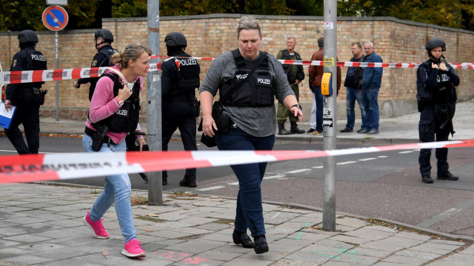 Strzelanina przed synagogą w Halle. Nie żyją co najmniej dwie osoby