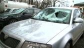 Z ciężarówki na samochód spadła bryła lodu