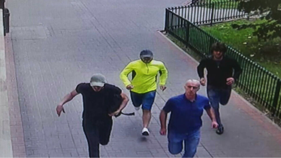 Policjant zaatakowany w centrum Warszawy. Policja szuka sprawców