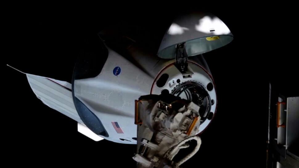 """Statek SpaceX z dwoma astronautami wraca na Ziemię. """"Była to krótka, ale bardzo ważna misja"""""""