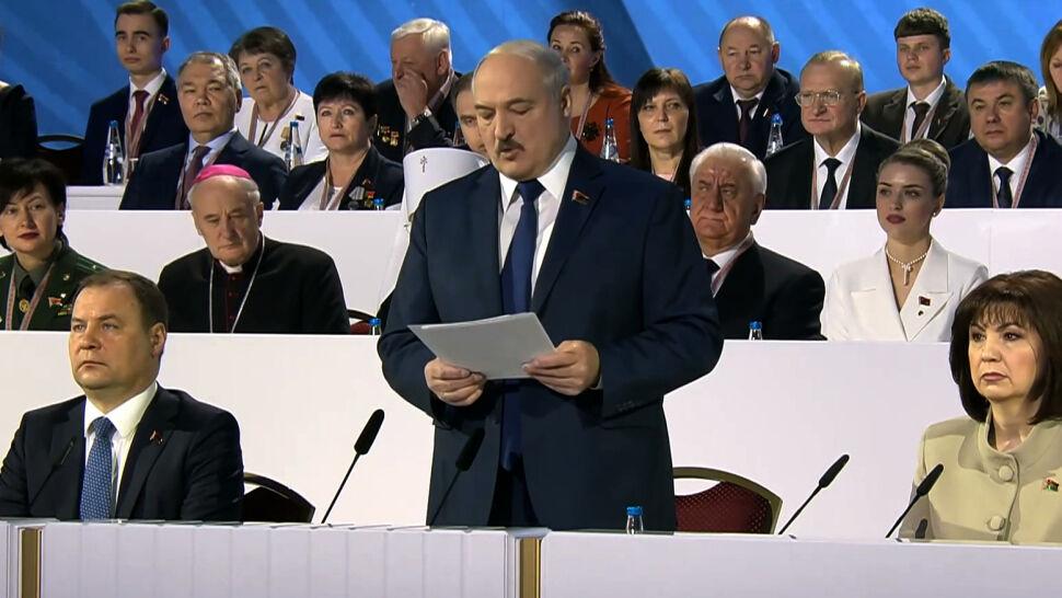 """Reżim Łukaszenki planuje procesy pokazowe. """"Ciągle boi się spisku"""""""