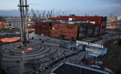 Gdańszczanie żegnają prezydenta Adamowicza w Europejskim Centrum Solidarności