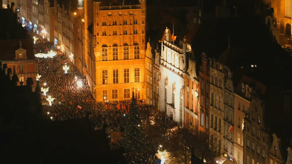 """Tysiące ludzi na ulicach Gdańska. Łzy, milczenie i """"The Sound of Silence"""""""