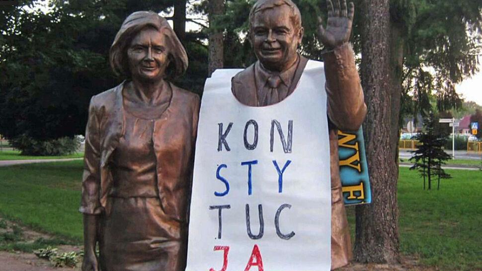 """Szczecińska prokuratura umarza """"śledztwo koszulkowe"""". KOD: są dwie Polski"""