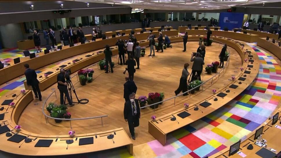 Macron i Merkel nie przekonali pozostałych. UE nie będzie prowadzić dialogu z Putinem