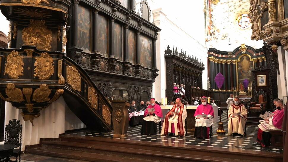 Kościoły nie zostaną zamknięte. Rząd wprowadza nowe limity wiernych