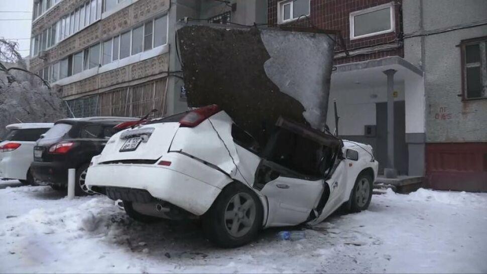 """Wielka betonowa płyta spadła prosto na samochód. """"Usłyszałem dziwny dźwięk"""""""