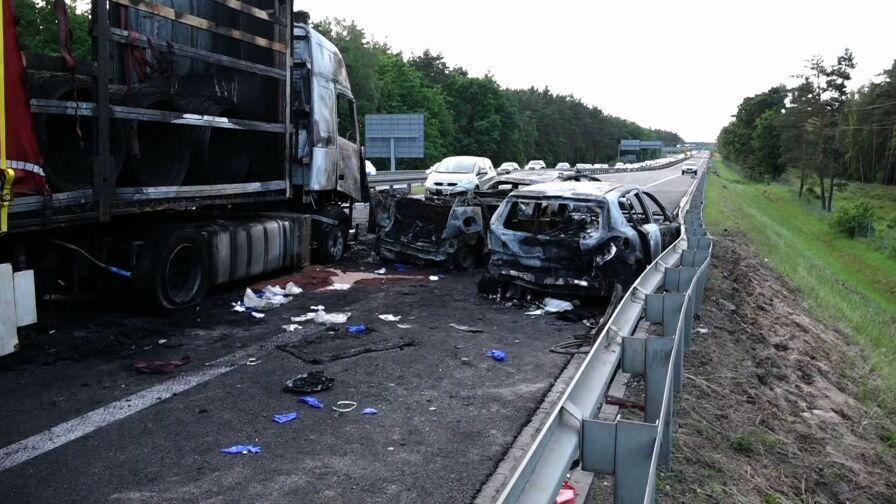 Troje dzieci zginęło w wypadku na A6. Kierowca ciężarówki ma zostać przesłuchany