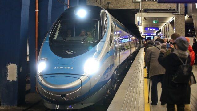 "14.12.2014 | Start Pendolino. Pierwsi pasażerowie pojechali ""superpociągiem"""