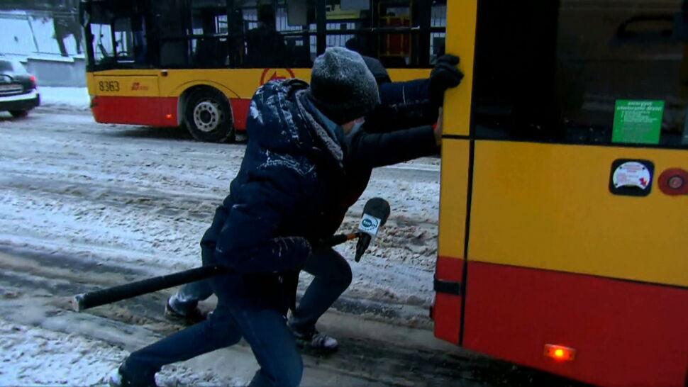 Białorusin mieszkający w Polsce, który pchał autobus, stał się sławny
