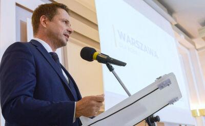 """Trzaskowski proponuje kontrkandydatom debatę. """"Znów jest spóźniony"""""""