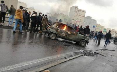 Irańczycy masowo wyszli na ulice w proteście przeciwko podwyżce cen