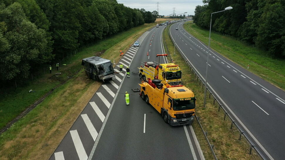 Wypadek autokaru na opolskim odcinku A4. Kierowca zasnął, są ranni