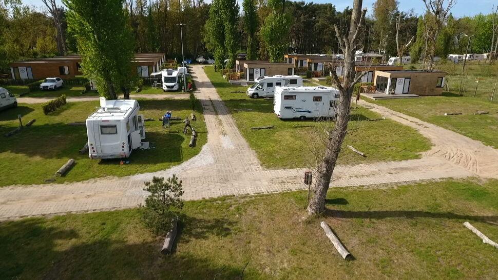 """Polacy zaczynają planować wakacje. """"Jest ogromne zainteresowanie campingami"""""""