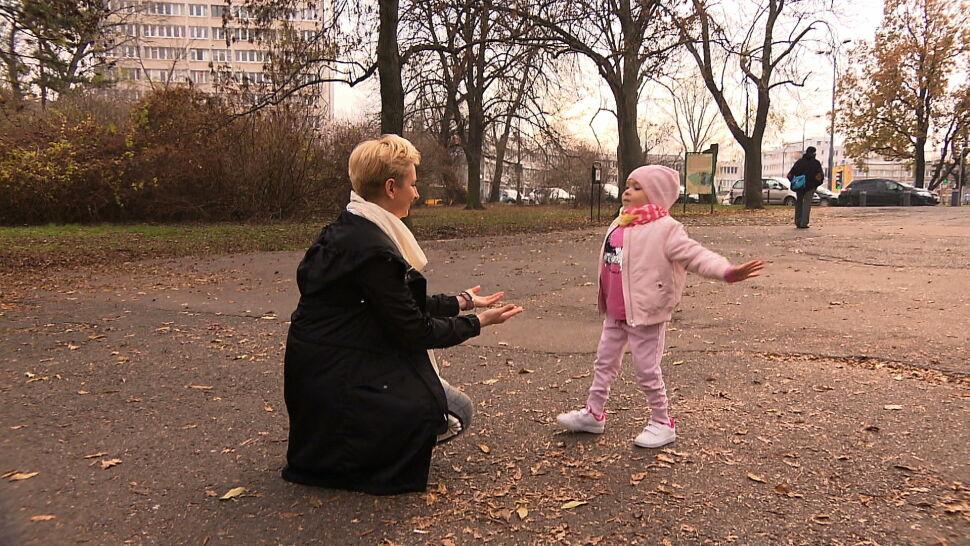 """Od lekarza usłyszeli: """"zróbcie sobie drugie dziecko"""". Lenka chodzi dzięki zespołowi wyszkolonemu przez doktora Paleya"""