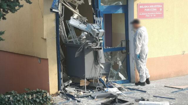 """""""Straszny huk, lecące szkło"""". Wysadzony bankomat, policja szuka sprawcy"""