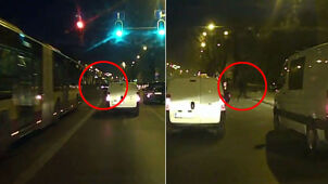 Wyprzedzał, uderzył w przystanek. Z roztrzaskanego auta uciekł pasażer