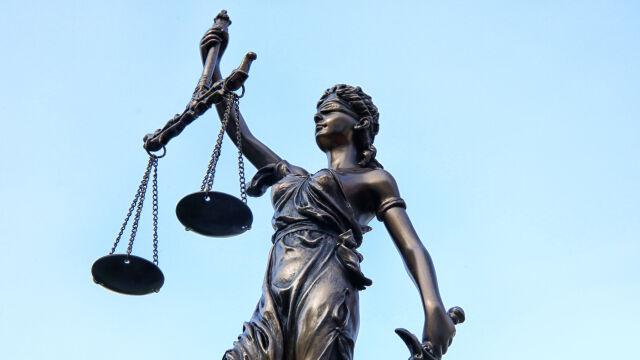 Zmieniają prawo o sądach, wskazują  na Francję i Niemcy. Eksperci: nie mają racji