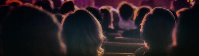 """Nie, w brytyjskich teatrach nie zakazano zwrotu """"Panie i panowie"""""""