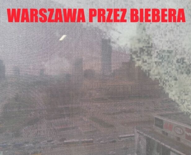 Panorama stolicy zza płachty reklamowej Pańska Skórka
