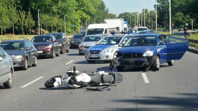 Motocyklista ranny, ponad dwa kilometry korka