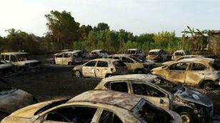 """We Włoszech gorąco """"jak w szybkowarze"""". Spłonęło kilkadziesiąt aut"""