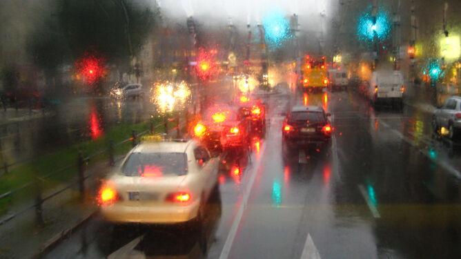 Kierowcy z południa powinni przygotować się na deszcz