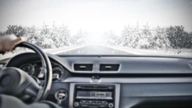 Jak jeździć zimą, żeby uniknąć wypadku