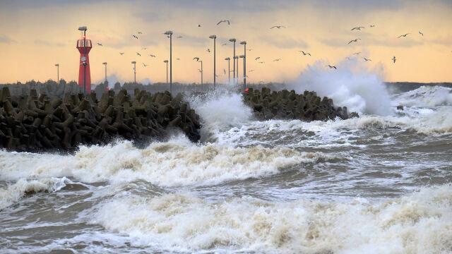 Sztorm na Bałtyku, silny wiatr, możliwe burze. Prognoza pogodowych zagrożeń IMGW